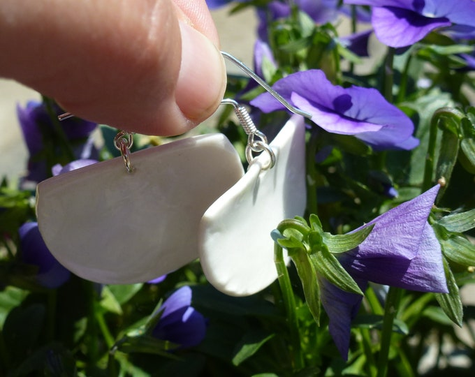 White fan-shaped porcelain/ceramic pearls to real silver (AG925) ear hooks