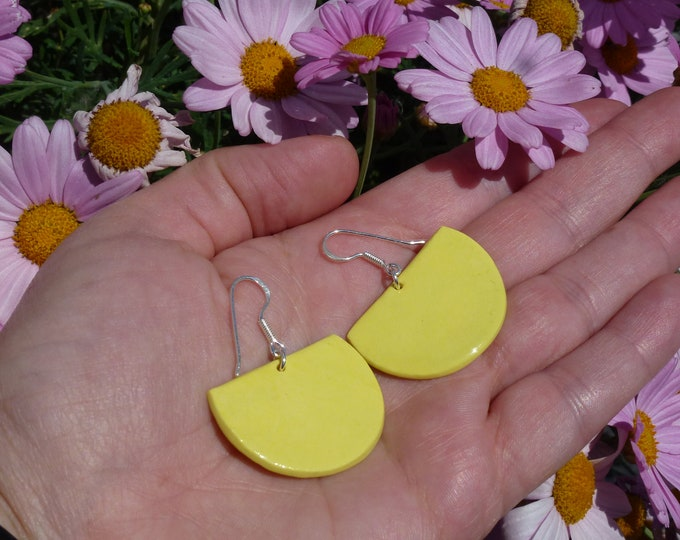 Pale yellow fan-shaped porcelain/ceramic pearls on real silver (AG925) ear hooks