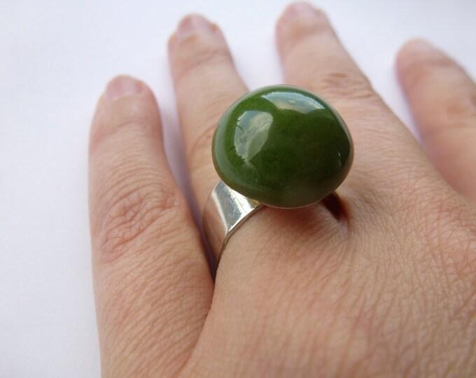 Grass green hemisphere ring