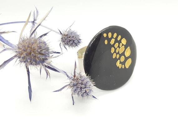 Black gold round ring, glossy porcelain