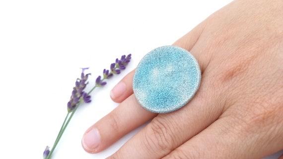 Big ring: Pastel blue black cracled round ring