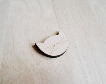 Cat brooch wood. Cute cat face and whiskers