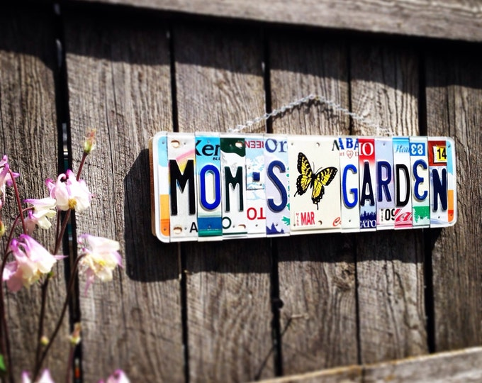 MOM'S GARDEN License Plate Art - outdoor decor - garden art- eco friendly - gift for her - Mother's Day gift