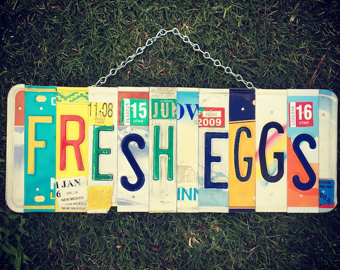 FRESH EGGS License Plate Sign, farmhouse kitchen sign, chicken coop sign, farm fresh eggs sign, chicken sign, farmhouse country decor.