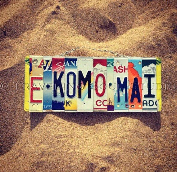 E Komo Mai. License Plate Sign.-maui -hawaii - welcome- welcome sign- home decor- hawaiian- license plate - travel.