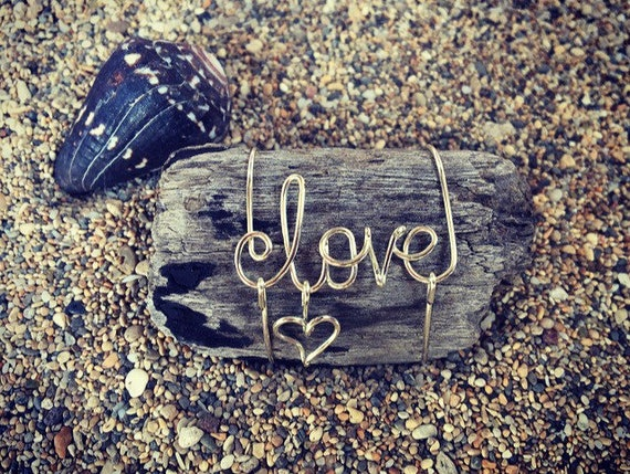 Love Tropical Wire Art Driftwood Beach Wedding Favor, Beach Wedding Decor, Wire Names, Driftwood Art, Love, Made In Hawaii, Wedding Gifts.