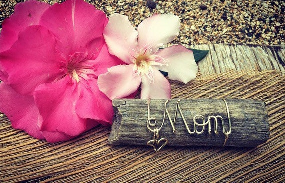Beach Gifts for Mom, Mothers Day Gift, Custom Mom Gifts, Mothers Day Gift Idea, Driftwood Art, Wire Script, Made in Hawaii, Beach Decor.