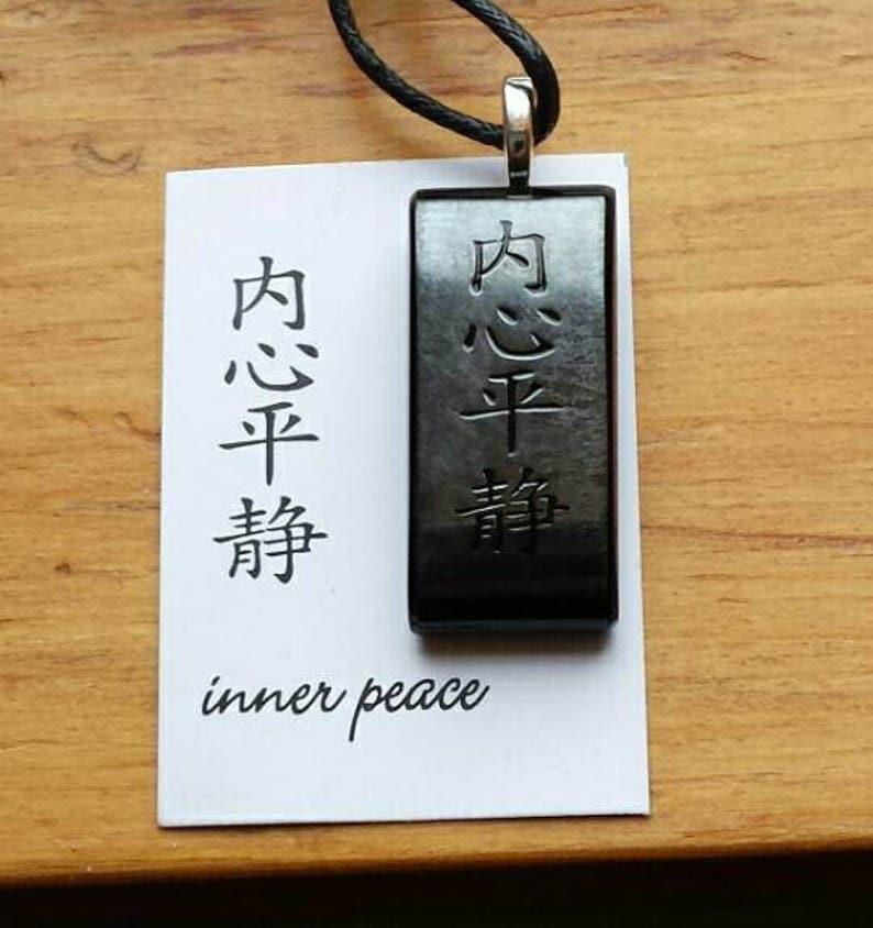 0466f1171892 La paix intérieure caractère chinois en fusion verre collier