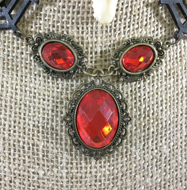 i31e   Taxidermy real Bat skull Choker goth Gothic Witch Gothic jewelry necklace collectible specimen spider web