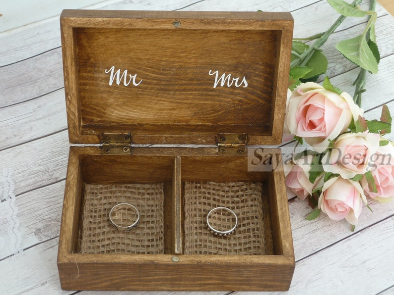 Burlap Moss Ring Pillow Mr and Mrs Ring Box with family name Wedding Ring Box Personalized Wooden Ring Box Engraved Box Ring Bearer Box