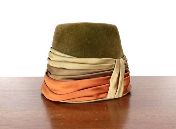 Vintage Green Velvet Hat. With Satin Ribbon. Size