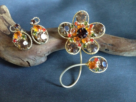 Gorgeous  Crystal, gold brooch and earrings