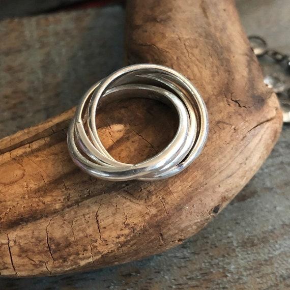 Vintage triple interlocking band ring size 6