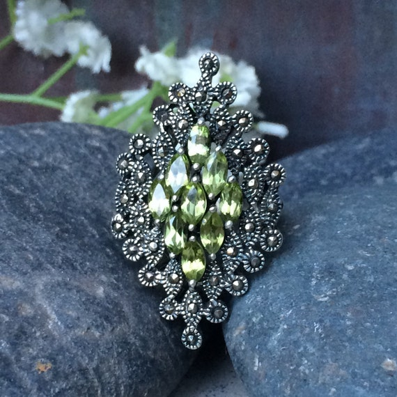 Beautiful vintage sterling marcasite and peridot dress ring size 7