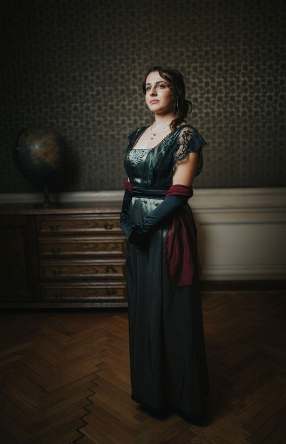 4e622264e80 Green plus size Edwardian Dress with black lace for Titanic