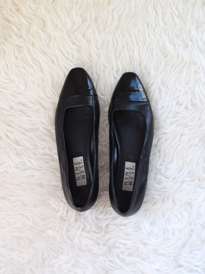 0493e5bb0d511 90s Cap Toe Flats  Nine West Black Leather Patent Flats