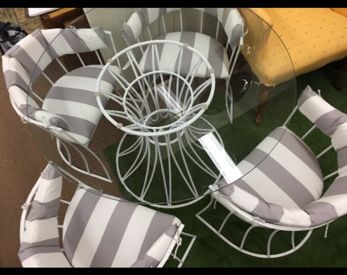 Reduced! Vintage Outdoor Table and 4 Chairs