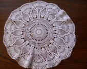 Vintage 16 quot Round Doily, White Crocheted Doily, Pineapple Pattern, Round Table Doily, Round Crocheted Doily, Round Lace Doily, Table Linen