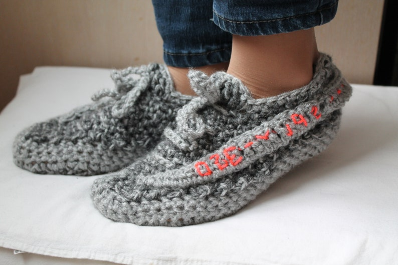 cheap for discount 9b5b3 400ea Crochet Yeezy Slippers, Crochet Yeezy, Yeezy Boost 350 V 2, Woman Yeezy  Slippers, Yeezy 350 V2 Boost, Yeezy Boost 350 V2 Zebra, Woman Yeezy