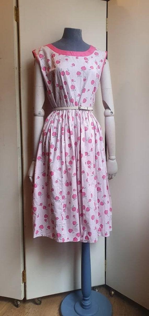 Vintage 1950s apple cotton novelty print dress