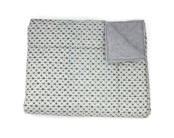 Victoria blue lined fleece blanket