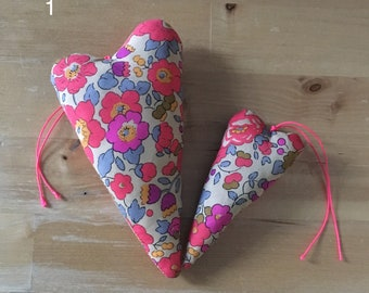 Duo of decorative hearts or Liberty of London fabric (10 duets to choose from)