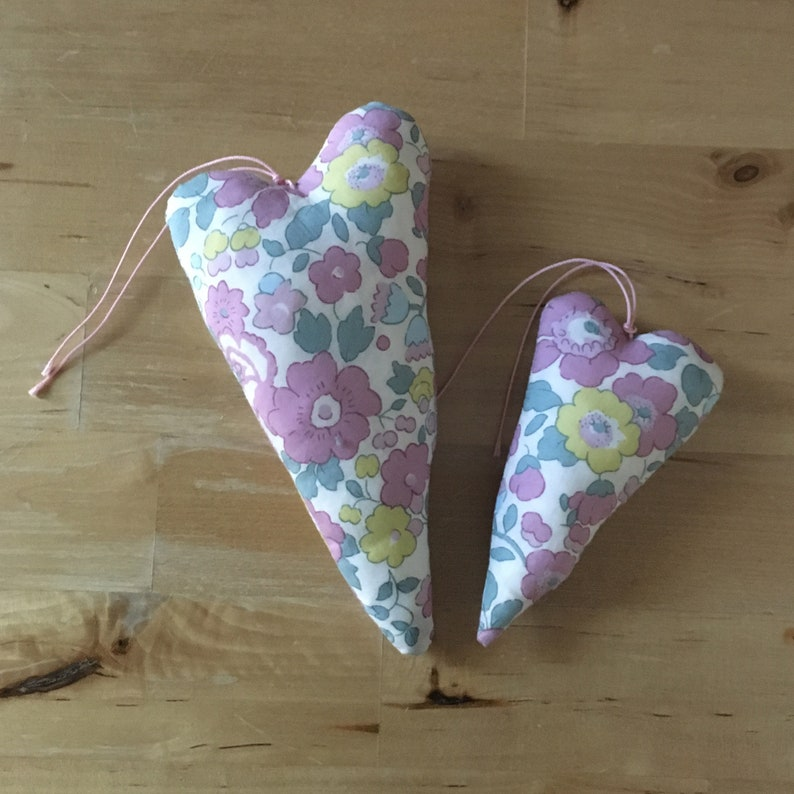 Duo of decorative hearts made of frosted Liberty betsy fabric image 0