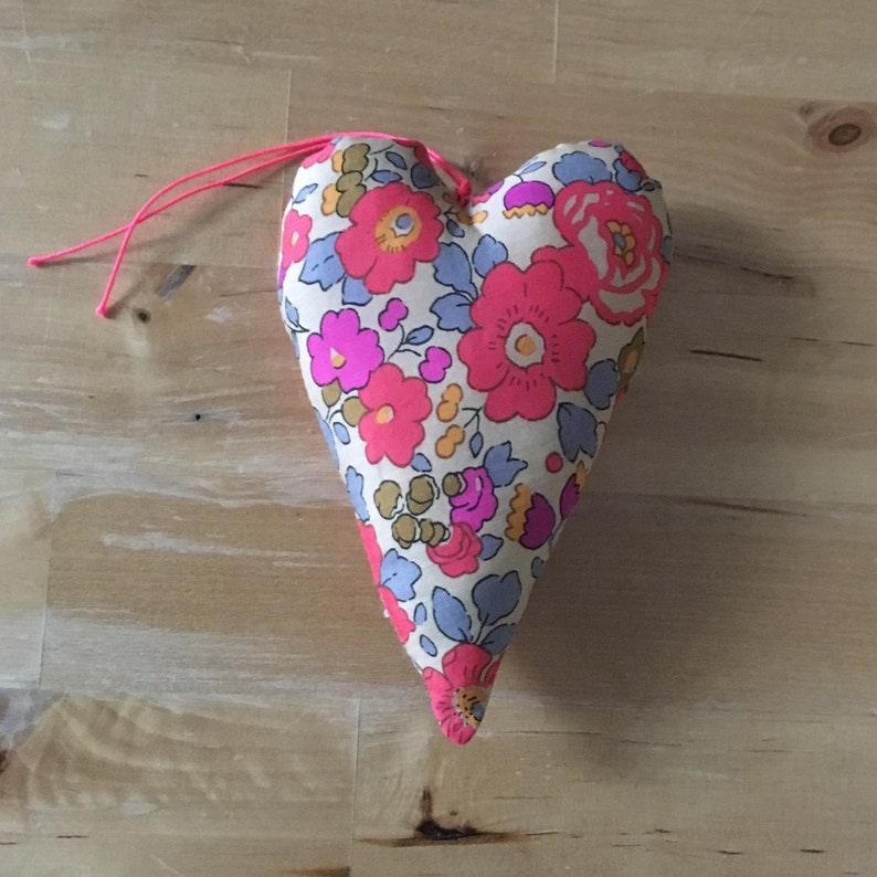 Decorative heart oratiné in Liberty betsy neon tea fabric image 0