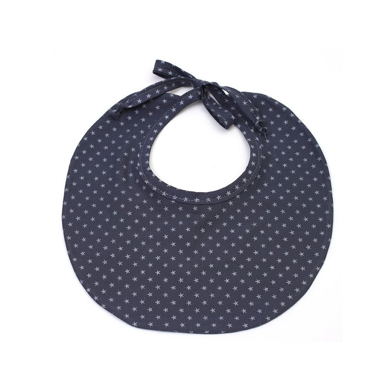Round batiste bib with blue ink and silver stars