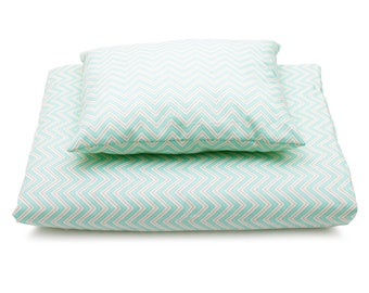 Quilt padded turquoise zigzag printed cotton