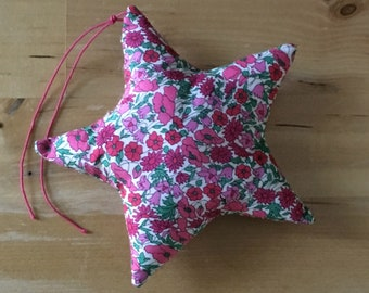 Decorative star in Liberty Petal and strawberry bud