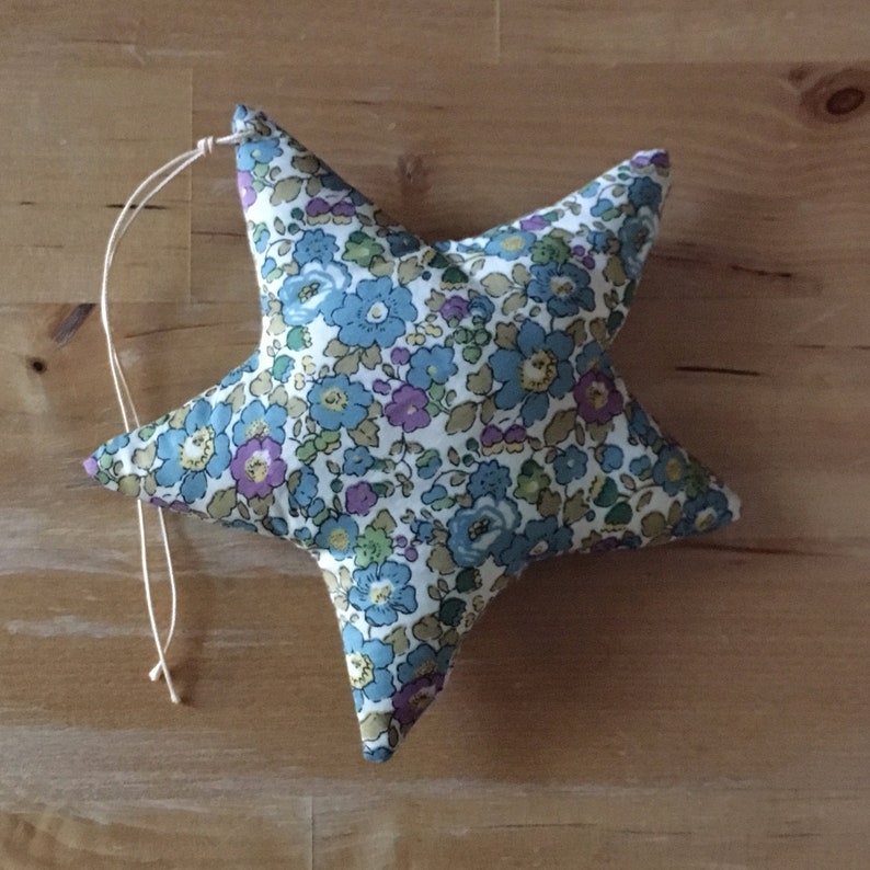 Decorative star in Liberty Betsy Ann green image 0