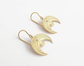 Growing crescent moon earrings in fine gold