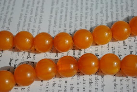 Vintage Bakelite Necklace - 1940s Orange Bakelite… - image 4