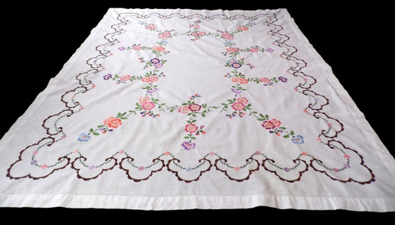 Charmant Big Vintage White Cotton Tablecloth With Floral Hand | Etsy