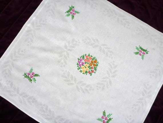 Vintage White Cotton Tablecloth With Floral Embroidery Flowers | Etsy
