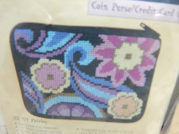 Blue Fishes Stitch /& Zip Needlepoint Coin//Credit Card Case Kit