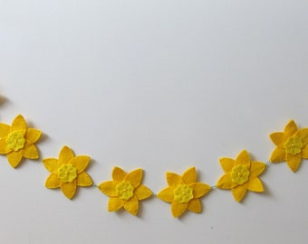 Yellow Felt Daffodils Bunting, Garland, 10 daffodils, yellow embroidery detail, attached to bakers twine.