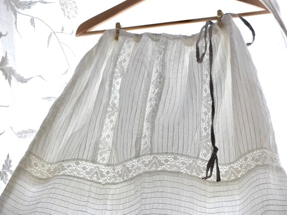 Mexican wedding skirt / vintage cotton and lace sk