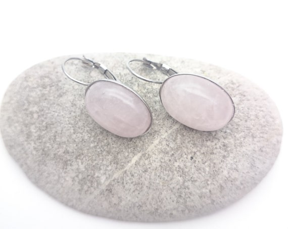 Rose quartz oval dangle earrings pale pink gemstone  18 x 13 mm cabochon and silver hypoallergenic stainless steel//Natural stone jewelry