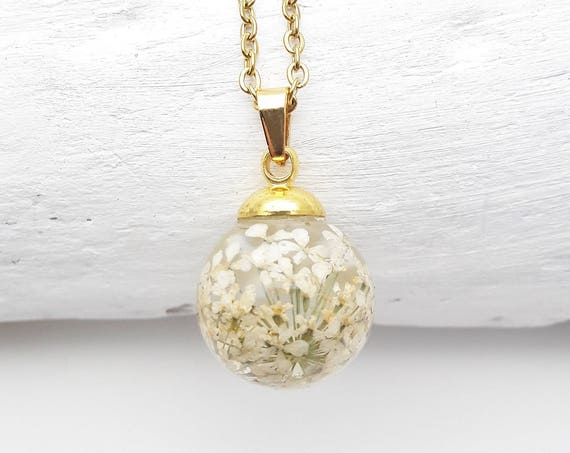 Small ball Necklace white flowers queen anne's lace resin and gold steel chain hypoallergenic//Pendant pressed flower globe terrarium
