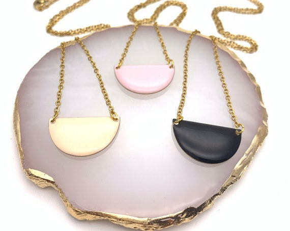 Necklace semicircle enamel and hypoallergenic gold tone stainless steel black pink peach