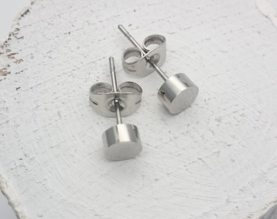 Silver round studs earrings silver plated surgical steel 5mm//Everyday hypoallergenic minimalist tiny ear studs