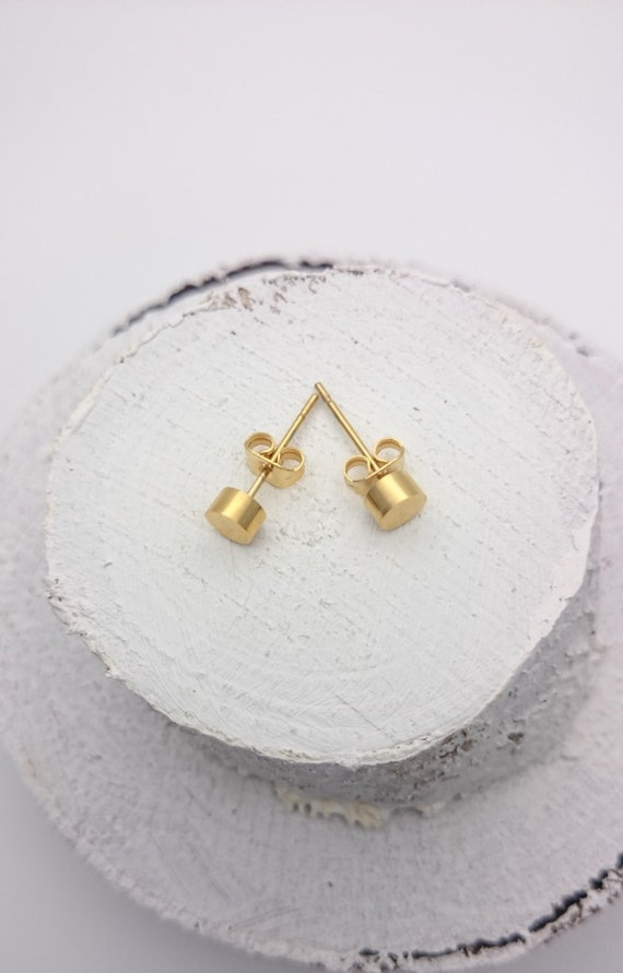 Gold plated tiny round studs earrings stainless steel 5mm//Everyday surgical steel small dots//Round disc hypoallergenic minimalist earrings