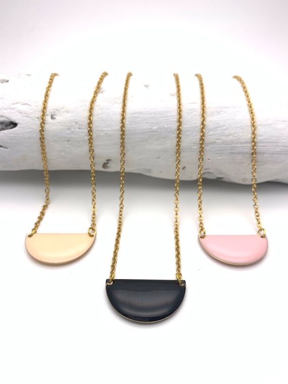Necklace semicircle enamel and hypoallergenic chain gold tone stainless steel black pink peach