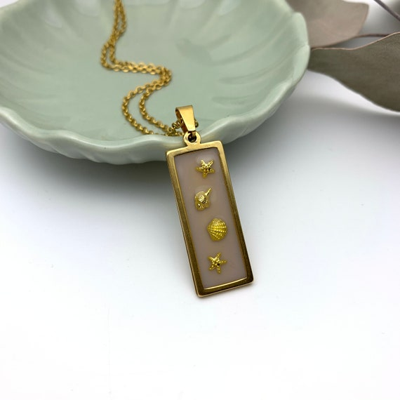Shells & Stars Necklace, Beige Resin Rectangle Pendant gold steel