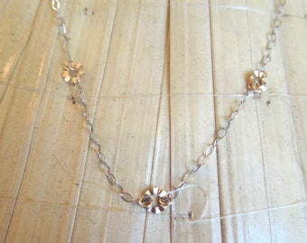 "18"" White and Yellow Gold Chain with Flowers"