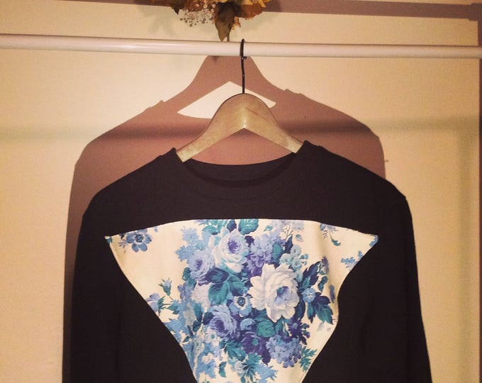 Triangle Roses- Crewneck Sweater Blue