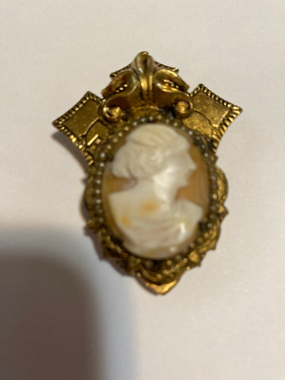 Antique Dress Clip from the 30's. Cameo. Set in or
