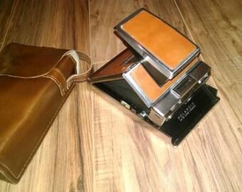 Vintage Polaroid SX 70 Land camera w case and flash cube